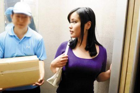 宅配業者が人妻を襲い媚薬塗りチンポで凌辱レイプする 画像