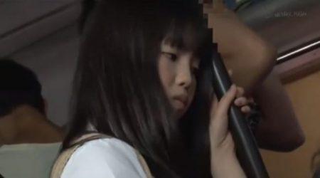 巨乳のロリJKがバスで痴漢されぶっかけレイプされる 画像