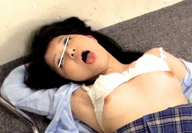 悪徳塾講師に薬を盛られたJKがレイプされ白目を剥いて痙攣しまくるwww