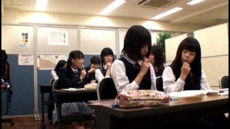 塾講師が教え子のJCに薬を盛りイタズラして中出しレイプする 画像