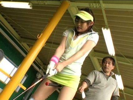 ゴルフのレッスンを受けに来た女子大生をスケベ指導でレイプする 画像