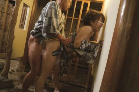 倉多まお 温泉に来ていた美人OLに襲いかかり即ハメレイプする 画像