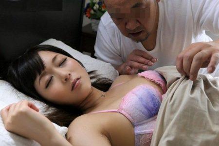麻倉憂 美人妻が夫の居ぬ間に嫌いな義父から夜這いレイプされる 画像