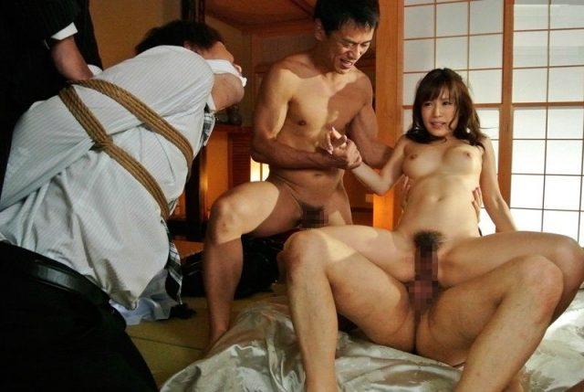 小島みなみ 美人OLが取引先で彼氏の前で寝取られレイプされる動画