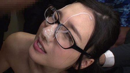 古川いおり 美人OLがエレベーターの中でザーメンぶっかけレイプされる 画像