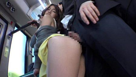 ぎゅうぎゅう詰めの満員バスで巨乳女子大生が痴漢レイプされる 画像