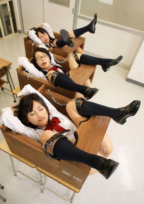 水嶋あい 性処理肛門当番にされたJKがクラスメイトにアナルを犯される
