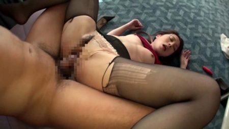 仲丘たまき ホテルに監禁された美人秘書が男達の好き放題に犯される 画像