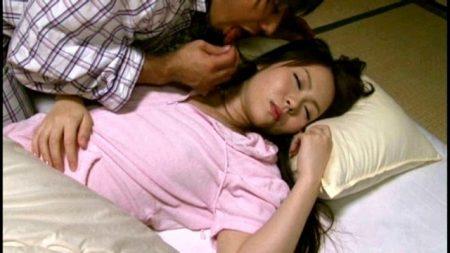嫁の妹の下着でオナニーする男が寝ている隙に夜這いレイプしちゃう 画像