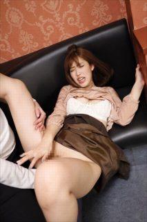 水野朝陽 女教師が教え子に媚薬ドリンクを飲まされ中出しレイプされる 画像