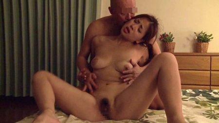 佐々木恋海 性欲にとりつかれた不貞妻が不倫セックスで激しく乱れる 画像