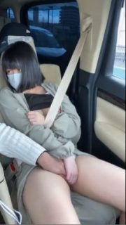 ロリ美少女が彼氏とドライブ中に手マンでイカされちゃうwww 画像