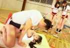独身オヤジ先生が教え子のロリ女子校生と体育の授業中にセックスしちゃうwww 画像
