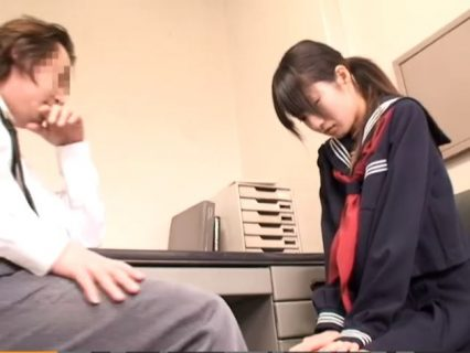 問題児のJKが変態教師に全裸にされてバックでわいせつ指導されちゃうwww 画像