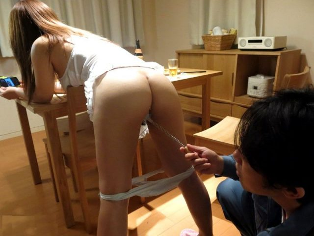 織田真子 偽水道局員に押し入られた人妻が夫の目の前でレイプされる動画