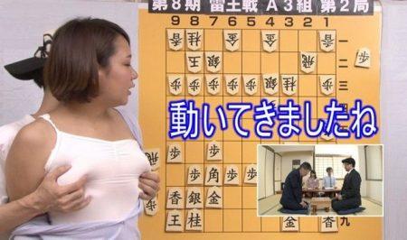 将棋番組の女流アシスタントが解説中にセクハラレイプされちゃう動画 画像
