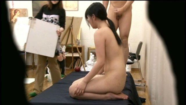 初心な女子校生が強制ヌードデッサンモデルをやらされて公然レイプされる動画