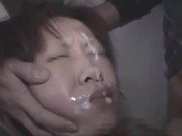 タクシーに乗った学校帰りの女子大生が強姦魔に襲われ中出しヤリ捨てレイプされるwww 画像
