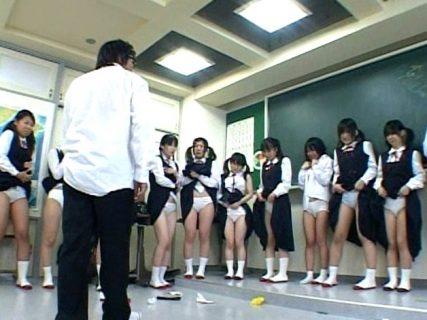 体罰教師が教え子JCの制服を引き裂き下着姿に引ん剝いちゃう動画 画像