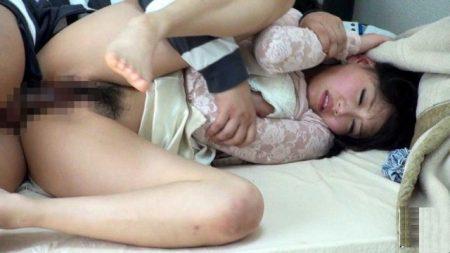 浜崎真緒 家庭教師の女子大生が教え子に襲われ中出しレイプされる動画 画像