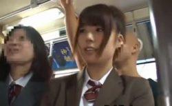 学校帰りの美少女JKが満員の通学バスで変態痴漢師に尻を撫で回されるwww 画像