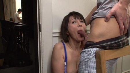 円城ひとみ 欲求不満な人妻が夫に隠れて実の息子と近親相姦セックスしちゃう動画 画像