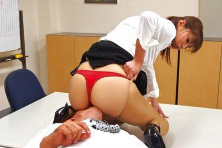 麻生希 部下に着替えを盗撮をされた女上司がキレて逆レイプしちゃう動画 画像