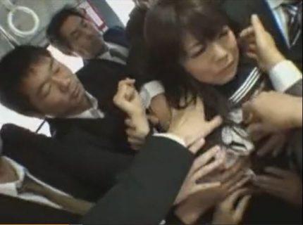 通学中の女子校生がバスで集団痴漢され揉みくちゃにレイプされるwww 画像