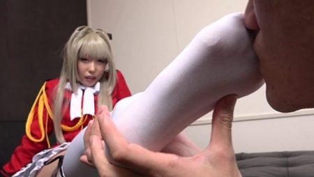 有村千佳 コスプレ美少女がM男に足の匂いを嗅がせて足コキでイカせちゃう動画 画像