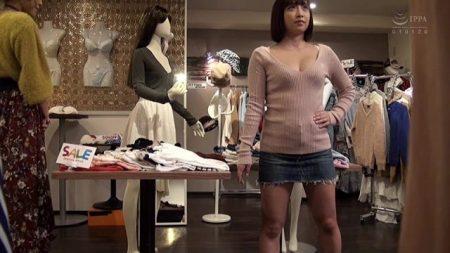 洋服屋でマネキンチャレンジした美女が全裸に剥かれて手マンでイカされちゃう動画 画像
