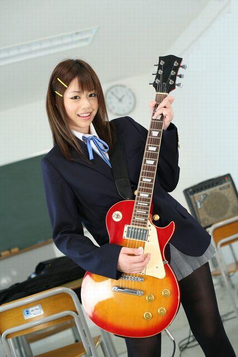 瑠川リナ 軽音部の女子校生が放課後の教室で先輩にセクハラ指導で犯されちゃう動画