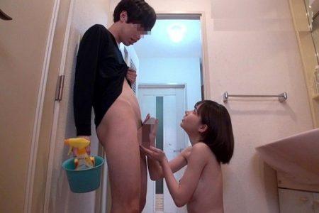 深田えいみ 恋愛禁止のシェアハウスで女子大生が同居男のチンポをフェラ抜きしちゃう動画 画像