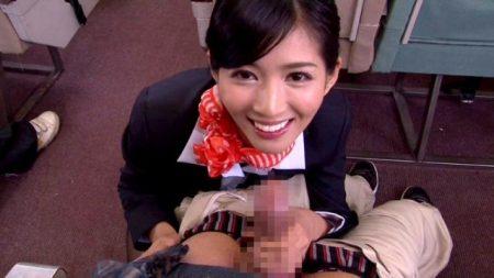 麻生希 美人CAが男性客のチンポをフェラでファーストクラスのおもてなしする動画 画像