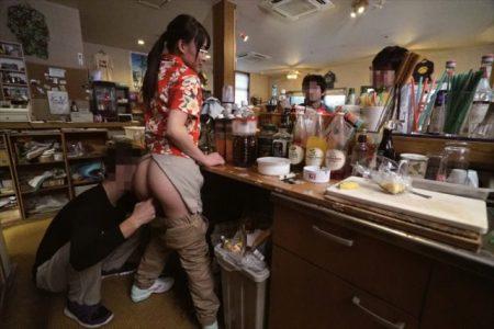 ハワイアンレストランの元気娘が痴漢魔に襲われマンコを犯し尽くされる動画 画像