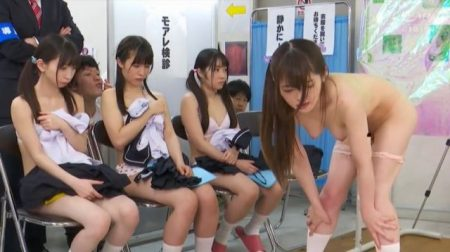 御坂りあ 女子校生が羞恥健康診断でアナルの写真を撮られチンポもハメられちゃう動画 画像