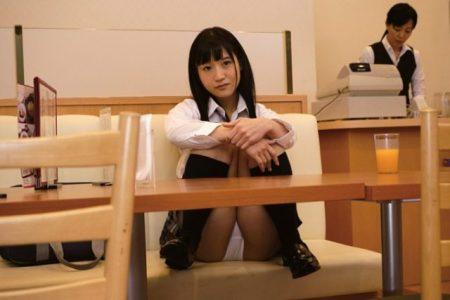 星奈あい ドスケベ女子校生が喫茶店でパンチラを見せつけて挑発しちゃう動画 画像