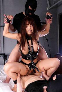 三上悠亜 完全拘束された国民的アイドルが丸出しマンコを輪姦レイプされる動画 画像
