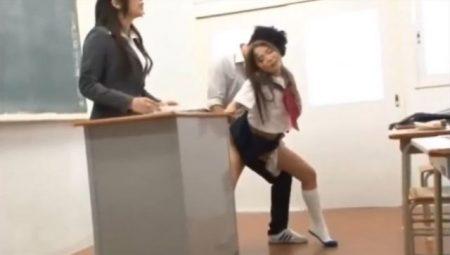 友田彩也香 危険日は触れられただけで激イキ痙攣する世界で女子校生が学校でハメられまくる動画 画像