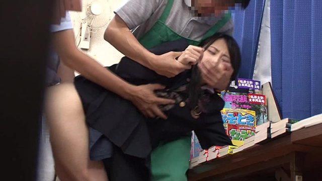 本屋に参考書を買いに来た真面目でおとなしそうな女子校生に媚薬チンポで即ハメ痴漢レイプ動画 画像