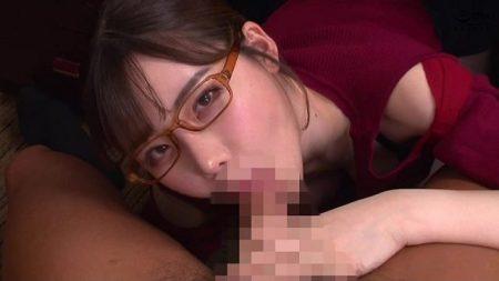 深田えいみ ドスケベ秘書が机の下で社長のチンポをフェラしちゃう動画 画像