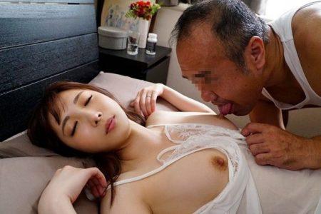 月乃さくら 嫌いな義父に夜這いされた若妻がマンコを犯されまくる動画 画像