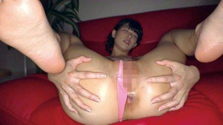 白咲碧 キモ親父にスリングショット水着を着せられた女子校生がパイパンマンコを犯される動画 画像