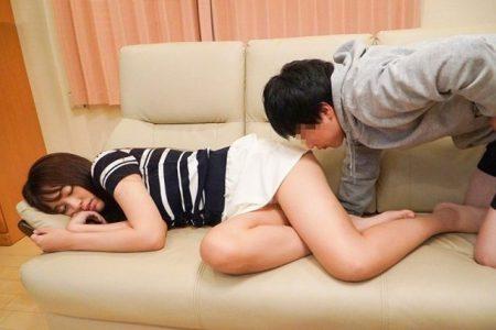 木下ひまり 寝てる間に義理の弟に尻の匂いを嗅がれて夜這いレイプされる動画 画像