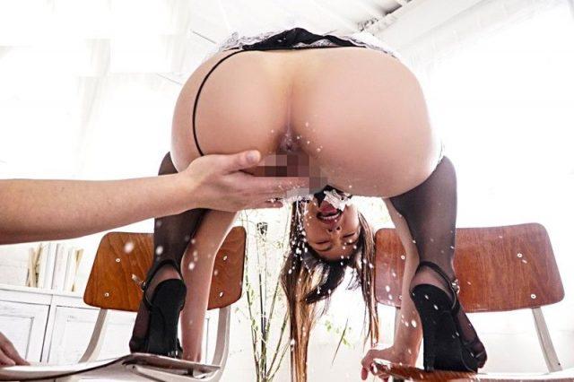 由愛可奈 メイドがアナル丸出し卑猥ポーズで手マンされて大量潮吹きしちゃう動画 画像