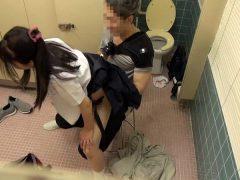 美少女トイレ侵入こじ開けレ●プ(17)