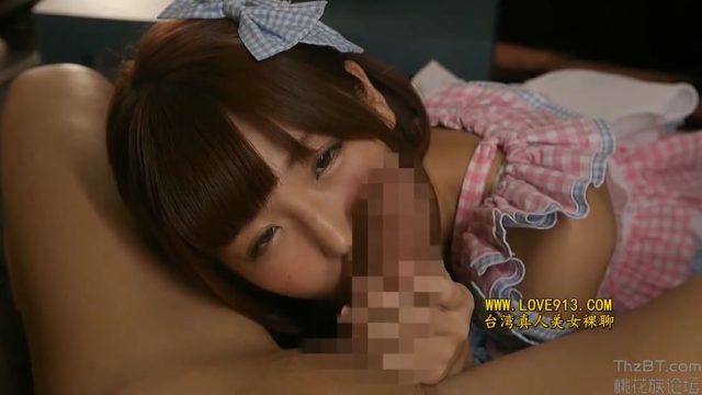 佐倉絆 ご主人様のチンポにお茶をこぼしてしまったメイドがご奉仕フェラをさせられる動画 画像