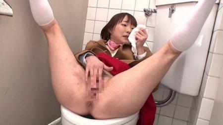 涼川絢音 体を男に乗っ取られた女子校生がパンツの匂いを嗅ぎながら変態オナニー動画 画像