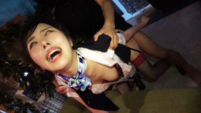 SEX依存症のCAがバックからマンコをガン突きされて白目剥いちゃう動画