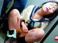 痴漢師に電車の隅でこっそりイラマされ顔面えずき汁まみれで泣き寝入りする女子○生(19)