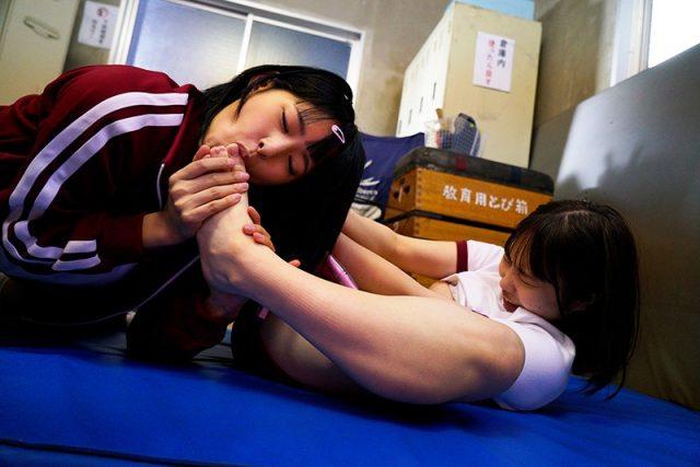 渚みつき レズ女子校生が可愛い同級生を拘束してレズレイプしちゃう動画